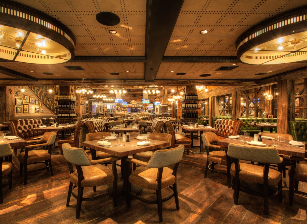 The dining room at Water Grill