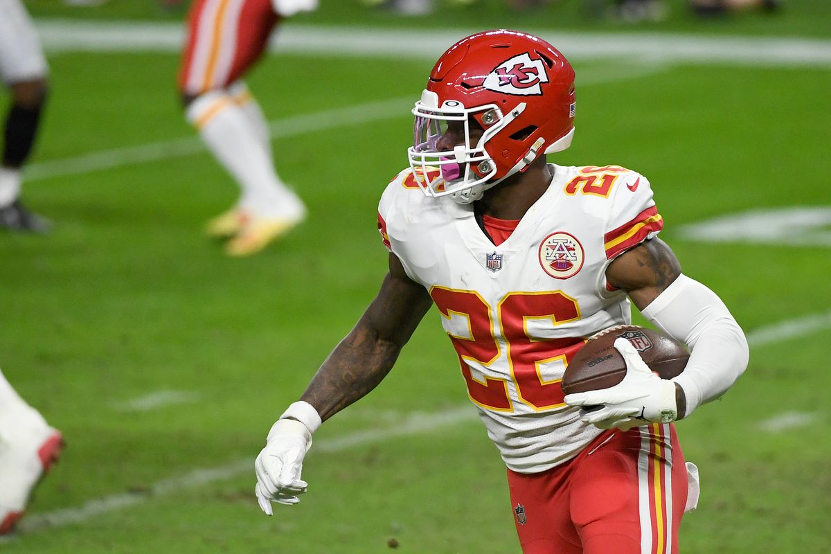 Running back Le'Veon Bell #26 of the Kansas City Chiefs runs against the Las Vegas Raiders in the first half of their game at Allegiant Stadium on November 22, 2020 in Las Vegas, Nevada. The Chiefs defeated the Raiders 35-31.