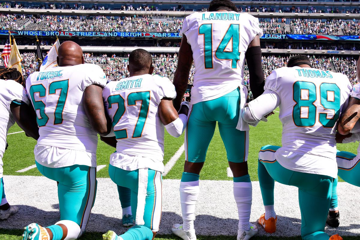 New York Jets lock arms, four Miami Dolphins kneel during national anthem