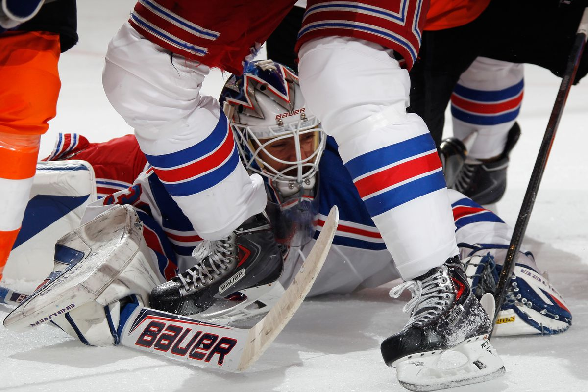 Henrik Lundqvist picks the wrong time to try to find his missing contact lens