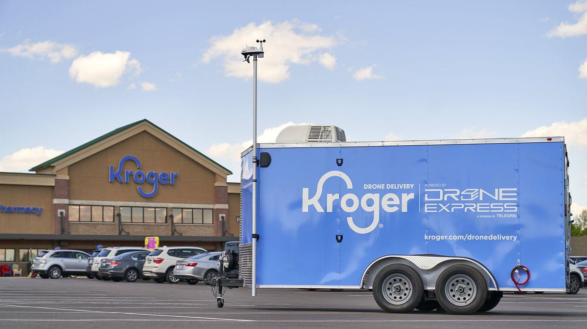 Trailer da Drone Express em frente a Kroger, que testa entrega por drone