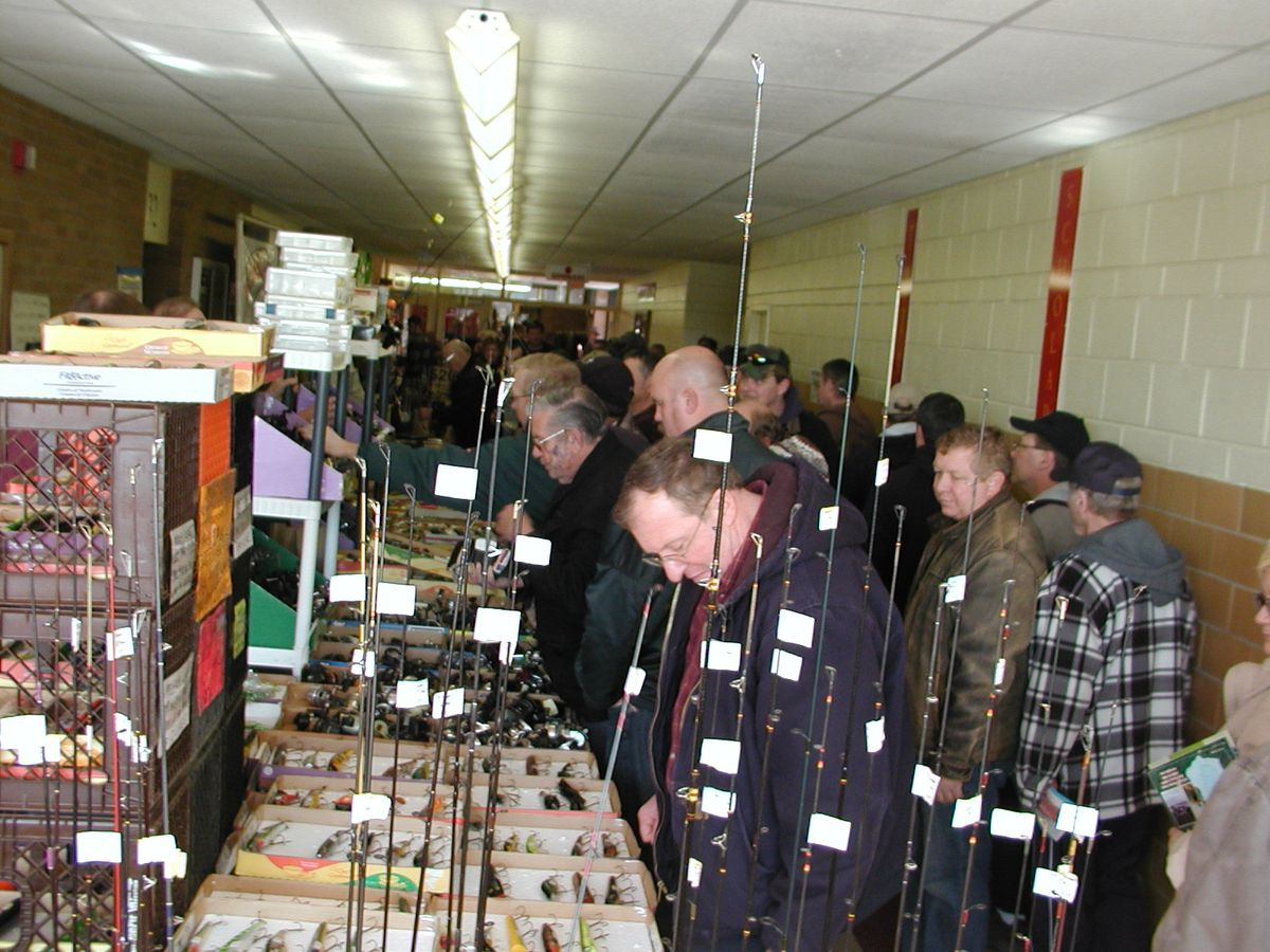 Shoppers checking product at the Tinley Park Fishing Show, which is next weekend at Tinley Park High School.<br>Dale Bowman/Sun-Times