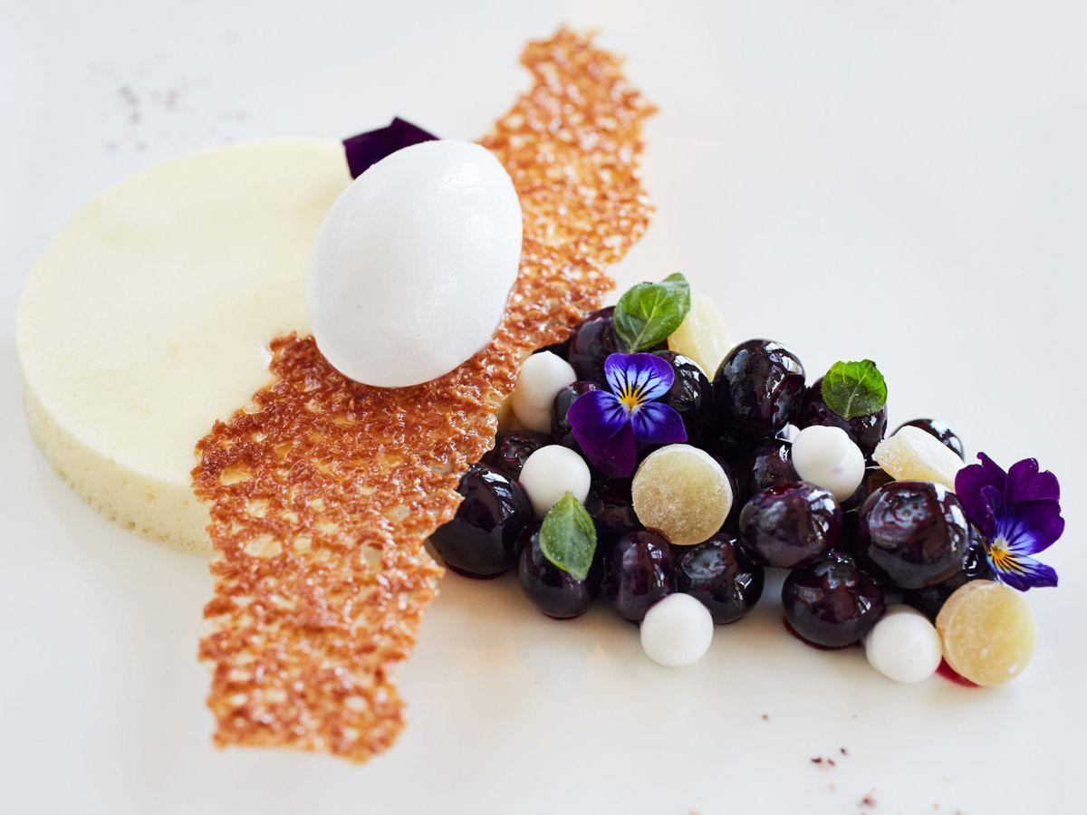 Modern dessert at Auberge du Soleil