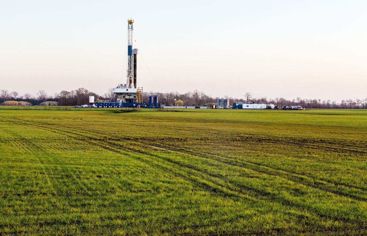 "A natural gas fracking well near Shreveport, Louisiana. (<a href=""https://www.flickr.com/photos/danielfoster/11818077496/in/photolist-j1jJGQ-i8Gs1J-o9qLYF-iqwa3J-e8pF5n-ncEXWn-i55Uas-bFfXNp-afM1XM-cWLem7-pj9woy-oxSg4L-digrHV-digdDd-fsXG1b-dayp4Z-dt7fe6-dbUyhf-kWVukF-q5h6jQ-digrPi-e8voXA-cFHzCf-fLf6vs-bwNGvd-kWWE5Y-dbUyCy-edCScH-cTFWRm-oyE9bg-qEEw7B-ejF7nr-dqjDWP-ftH7Dg-ouCUc9-ouDubF-dbUyaf-dc9wsA-dbUz7S-dbUxj4-fwMTNe-cWLV6J-dv2YP2-oxSbkM-jqq7Rd-qWX62D-fwKAvz-fNBv9X-duPq4B-cWLdJU"">Daniel Foster/Flickr</a>)"