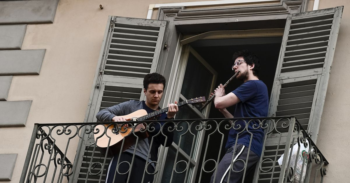 Coronavirus: Quarantined Italians sing their hearts out. It's beautiful. -  Vox