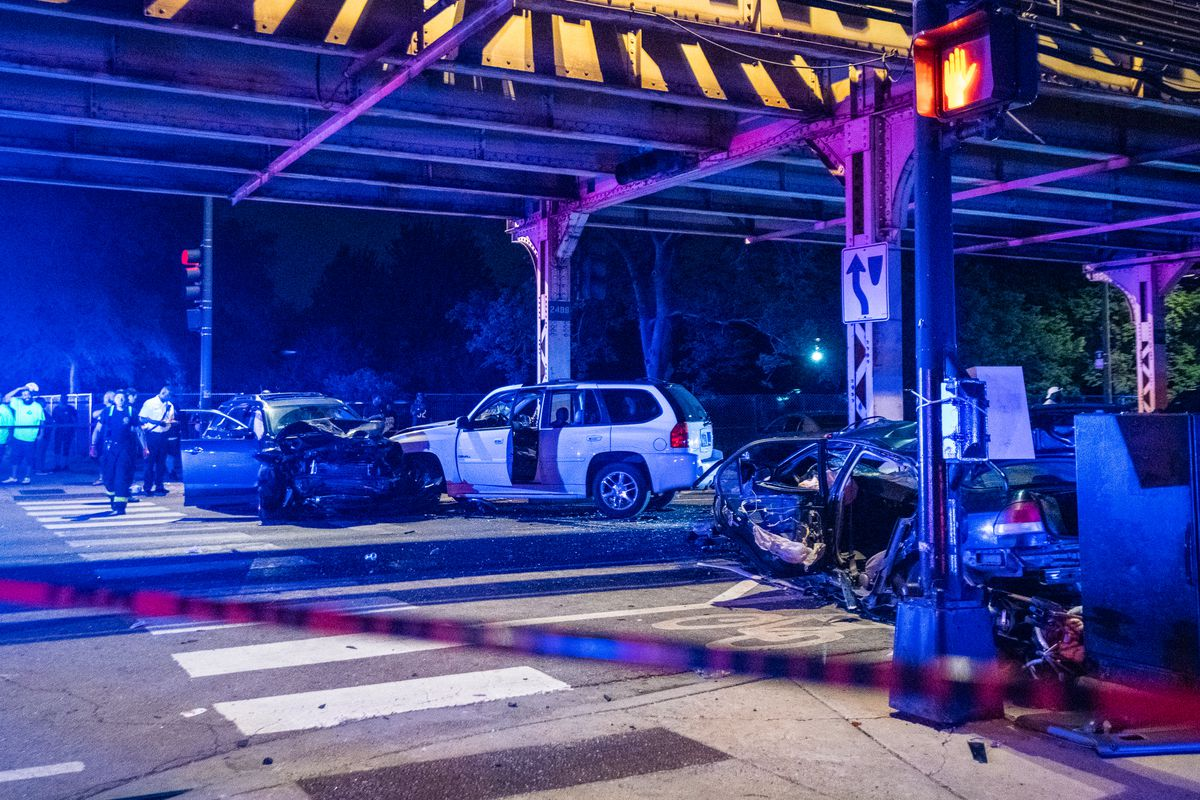 Three vehicle crash in Garfield Park injures 5, including 2