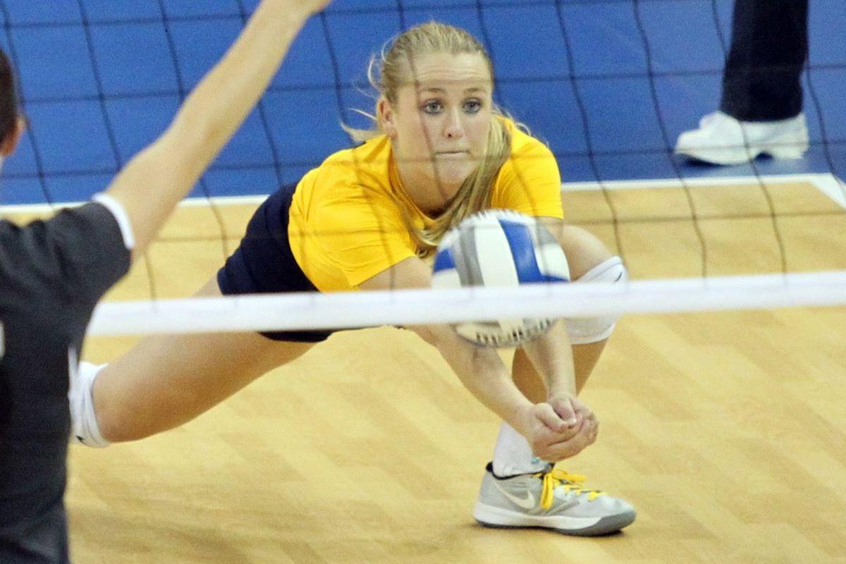 Lauren Houg can dig it. #volleyballjokes