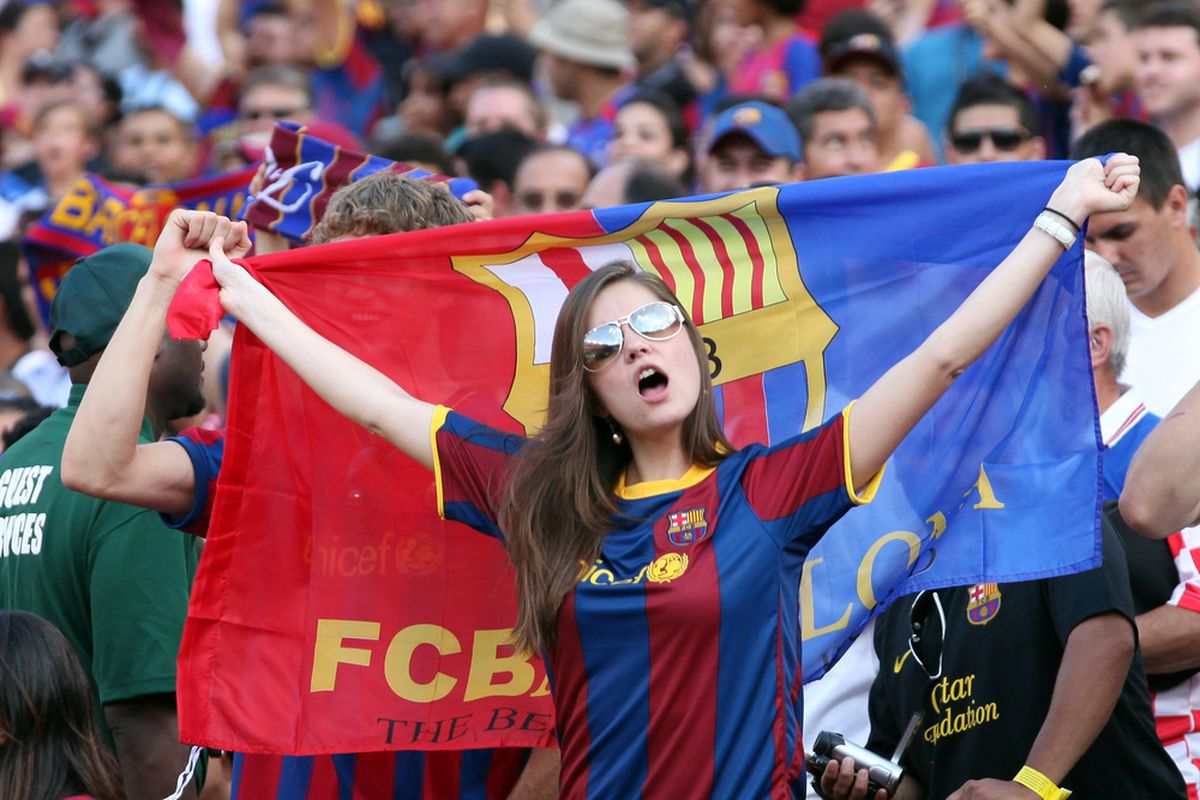 Admit it, you'll never go wrong with a hot chick in a Barca shirt...