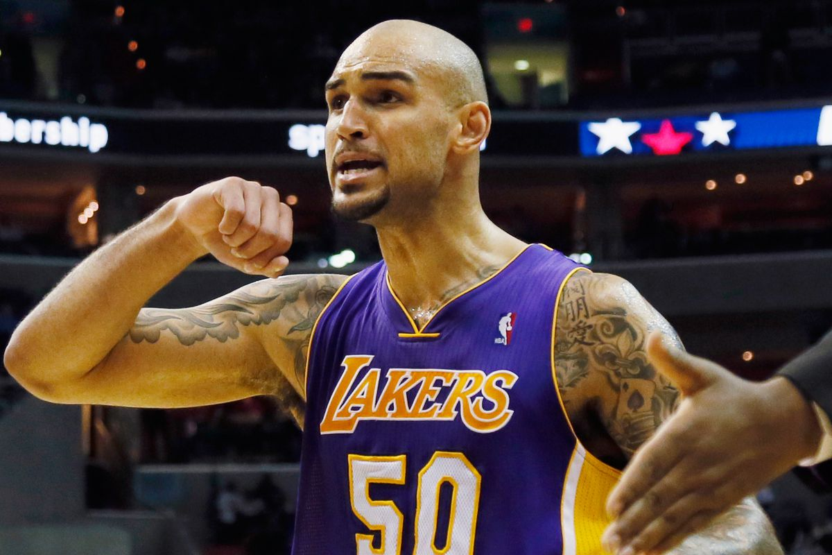 49e5ac578 Lakers news  Robert Sacre agrees to deal with Lakers - Silver Screen ...