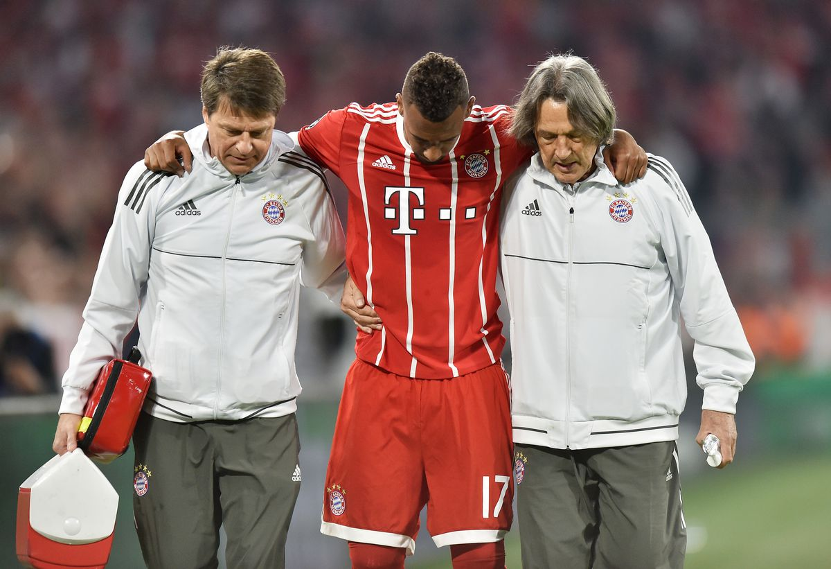 MUNICH, GERMANY - APRIL 25: Jerome Boateng of Bayern Muenchen walks of with an injury during the UEFA Champions League Semi Final First Leg match between Bayern Muenchen and Real Madrid at the Allianz Arena on April 25, 2018 in Munich, Germany.