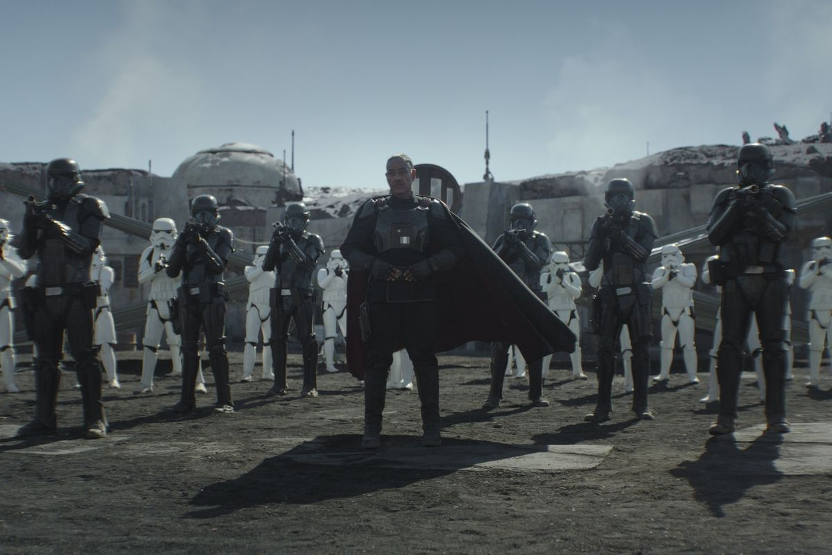 """Moff Gideon (Giancarlo Esposito) with stormtroopers and death troopers in """"The Mandalorian."""""""