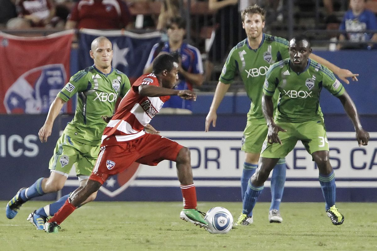 FRISCO, TX - AUGUST 20: Marvin Chavez #18 of the FC Dallas looks for room against Osvaldo Alonso #6, left, Jeff Parke #31, and John Kennedy Hurtado #34 of the Seattle Sounders FC during the second half. (Photo by Brandon Wade/Getty Images)