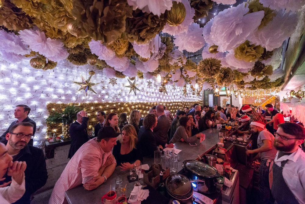 Dc Christmas Pop Up Bar.Christmas Themed Pop Up Bar Brings Liquid Holiday Cheer To