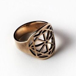 Arch ring in bronze.