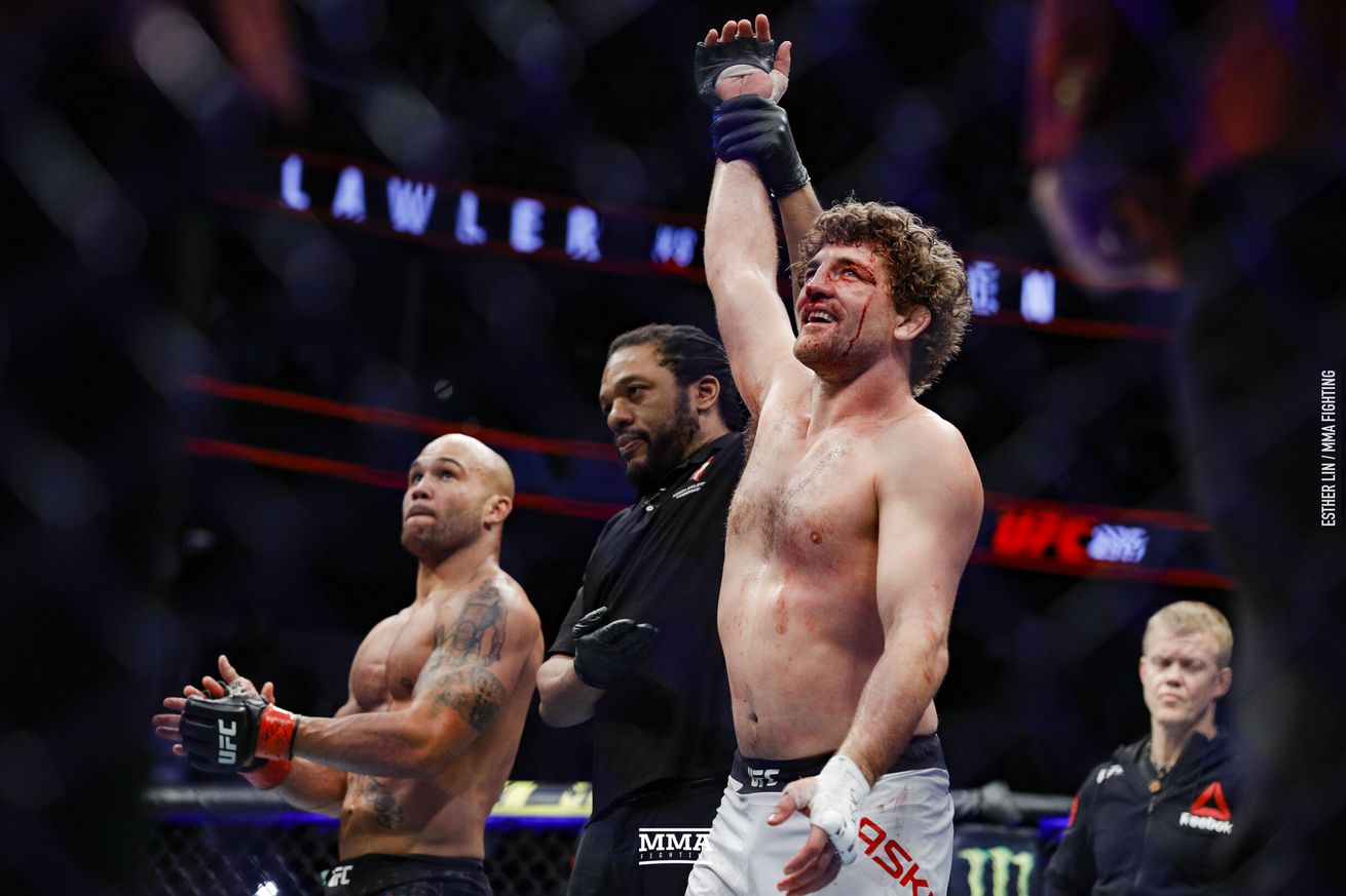 Herb Dean (center) made a controversial call in the UFC 235 bout between Robbie Lawler and Ben Askren