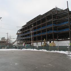 Wed 12/30: plaza building looking south on Clark Street -