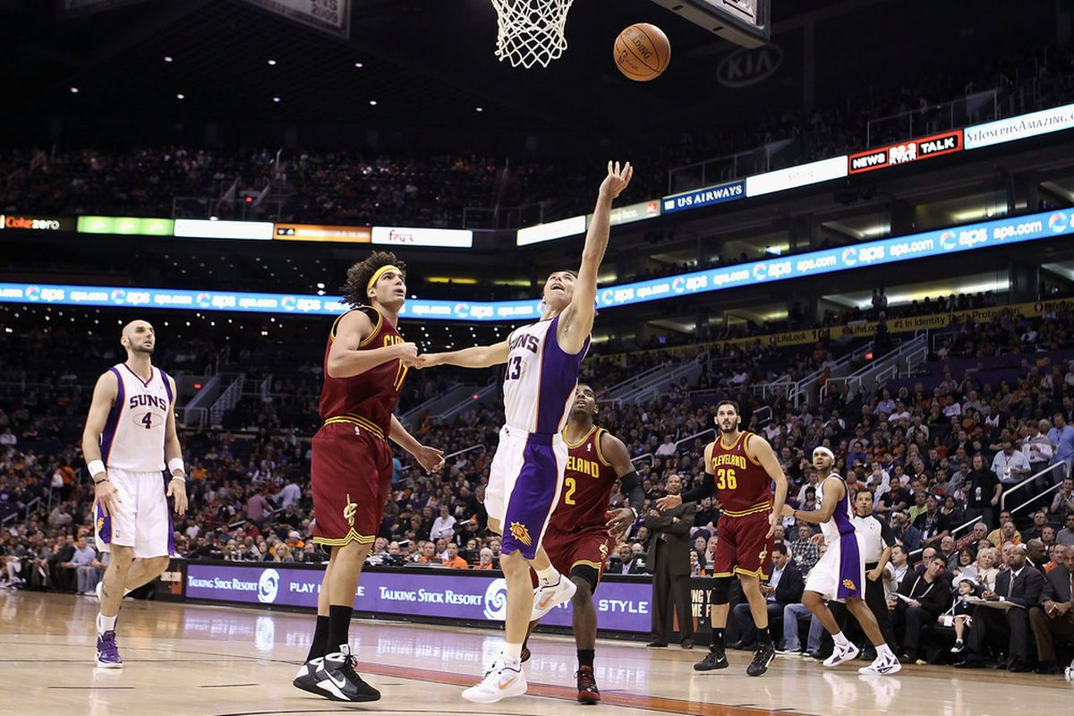 Suns won the earlier matchup 101-90, and this time there's no Varejao.  (Photo by Christian Petersen/Getty Images)