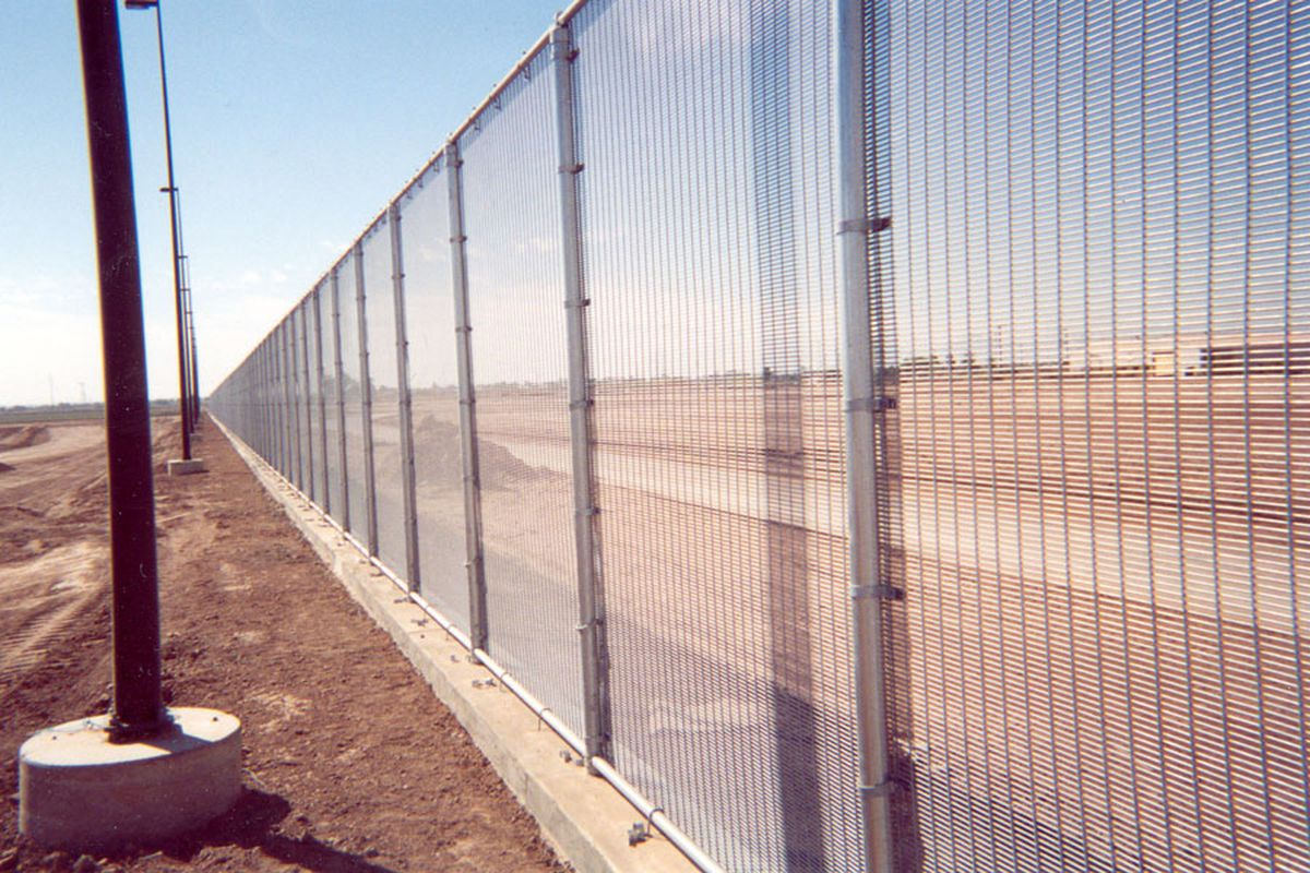 Proposals For Trump S Border Wall Include Fences