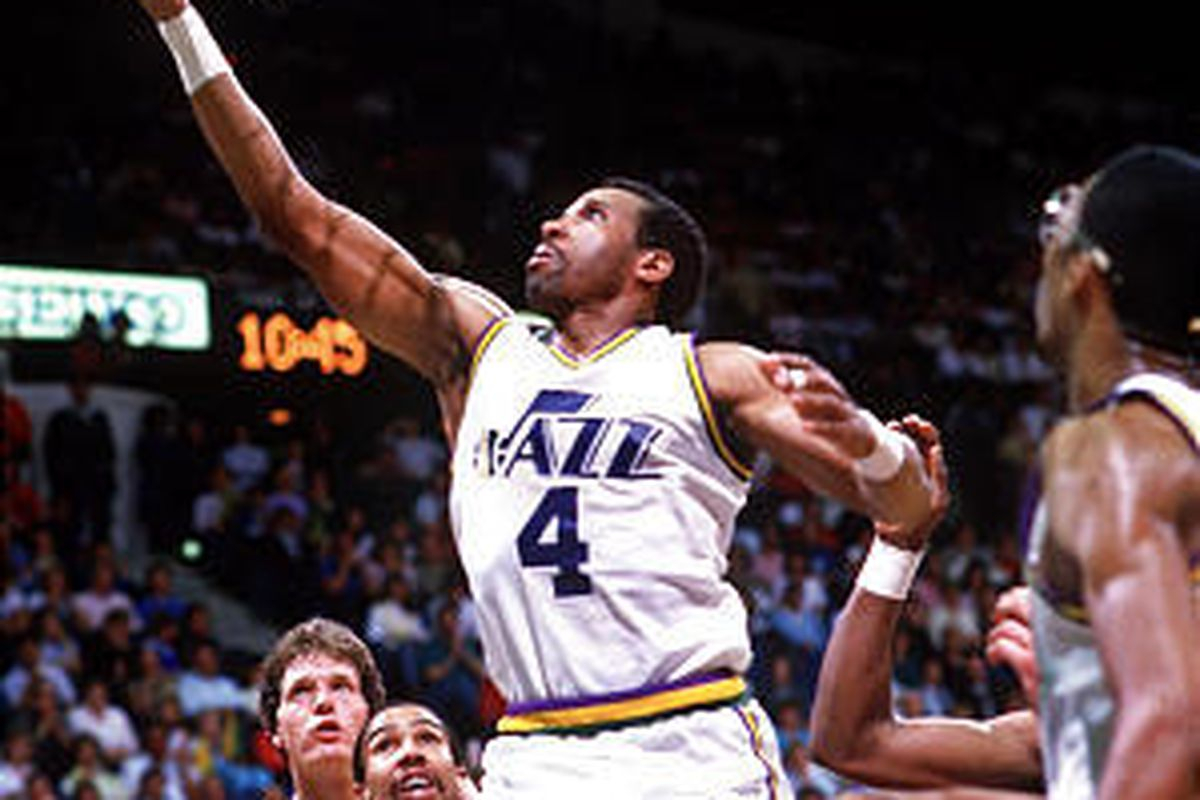 Adrian Dantley will be enshrined in the Naismith Hall of Fame.