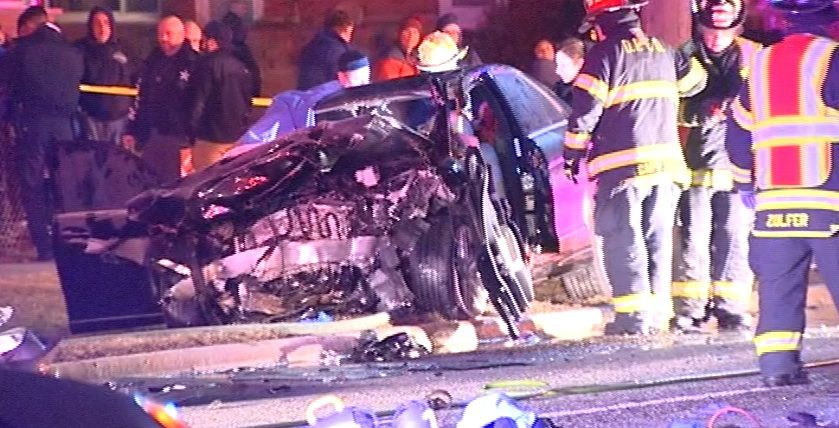 Authorities investigate after a fatal car wreck in Des Plaines late Thursday.   Network Video Productions