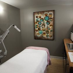 """3) <a href=""""http://www.bodyrest.com/services/facials/"""">Restoration Facial</a> at Body Restoration Spa, 60 minutes, $90; 75 minutes, $105 </br>  Also known as one of the city's <a href=""""http://philly.racked.com/archives/2014/05/29/where-to-get-a-leg-biki"""