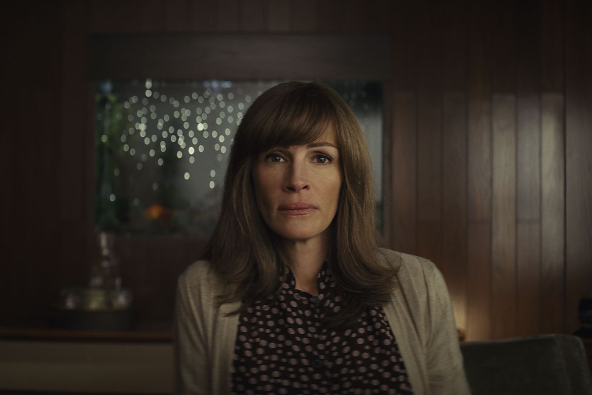 Homecoming Review Julia Roberts Makes Amazons Latest A Joy To