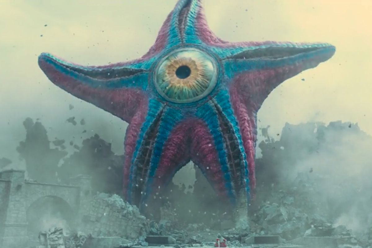 Starro the Conquerer breaks through a building in The Suicide Squad