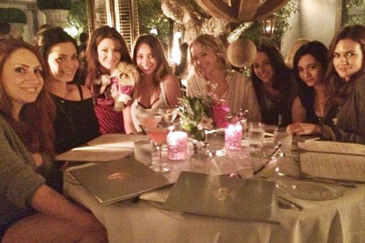 "Image via <a href=""http://la.eater.com/2014/11/25/7282017/jennifer-lawrence-lisa-vanderpump-rules-west-hollywood-girls-night-out"">Eater LA</a>"