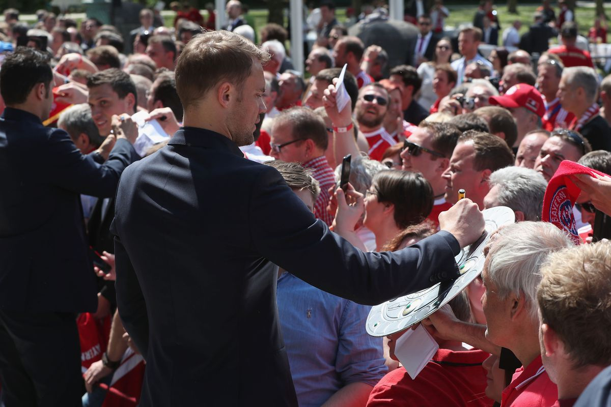 MUNICH, GERMANY - MAY 09: Goalkeeper Manuel Neuer of FC Bayern Muenchen signs autographs after a Bavarian state chancellery reception honoring the team's German Championship title of the Bundesliga season 2017/18 at Staatskanzlei on May 9, 2018 in Munich, Germany.