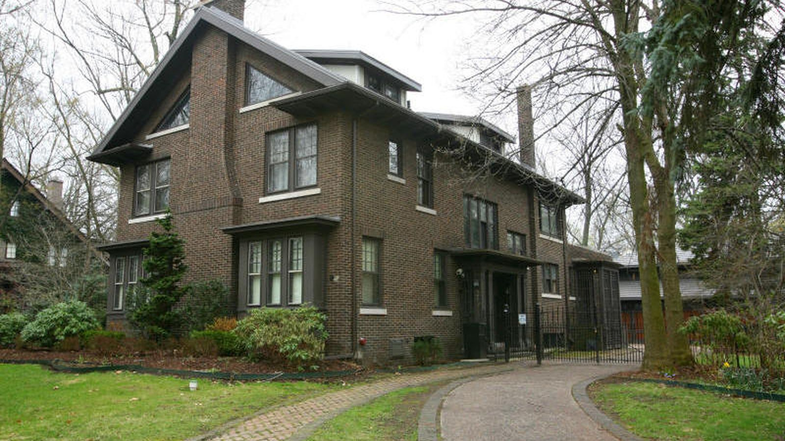 Live In Edsel And Eleanor S Starter House For Just 644 9k