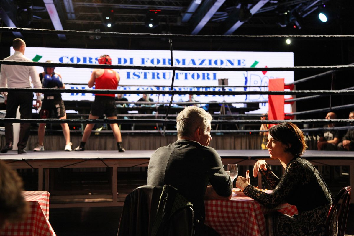 Anthony Bourdain and Asia Argento at a boxing match.