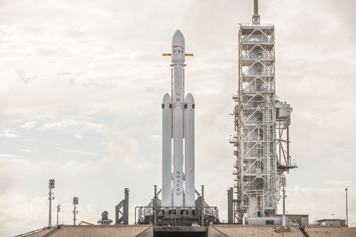 SpaceX sets first Falcon Heavy launch for Feb