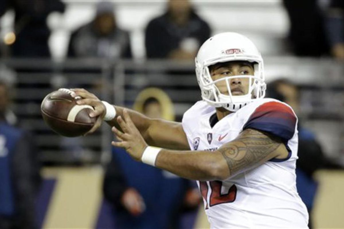 Arizona quarterback Anu Solomon (12) drops back to pass in the first half an NCAA college football game Saturday, Oct. 31, 2015, in Seattle. (AP Photo/Elaine Thompson)