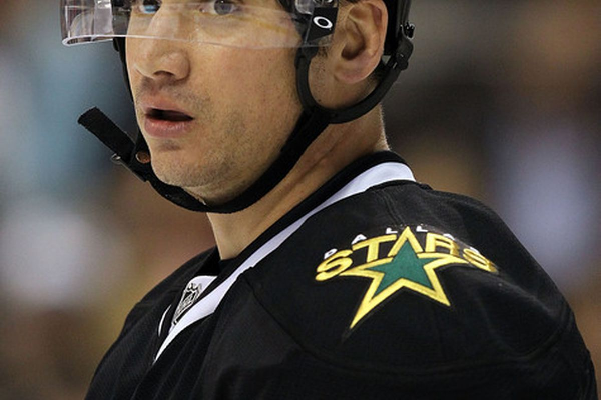 DALLAS TX - JANUARY 15:  Jamie Langenbrunner #15 of the Dallas Stars at American Airlines Center on January 15 2011 in Dallas Texas.  (Photo by Ronald Martinez/Getty Images)
