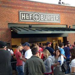 "Opening Day lines at H&F Burger [Photo: Jimmy Sobeck/<a href=""https://twitter.com/eatitatlanta/status/319049911297507328"">Eat It, Atlanta</a>]"