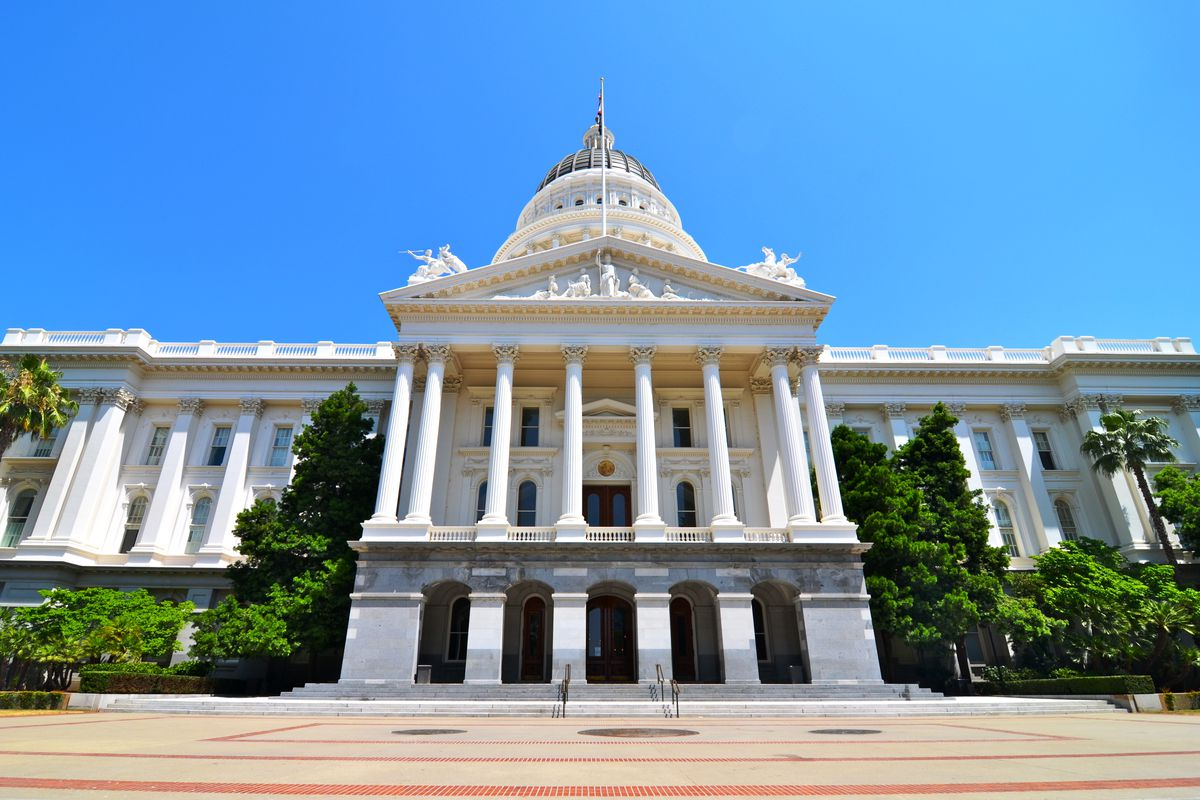 A photo of the Capitol Building in Sacramento.