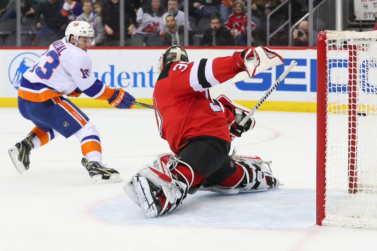 pretty nice 044d4 dae98 Cal Clutterbuck hurt in Islanders shootout win over Devils ...
