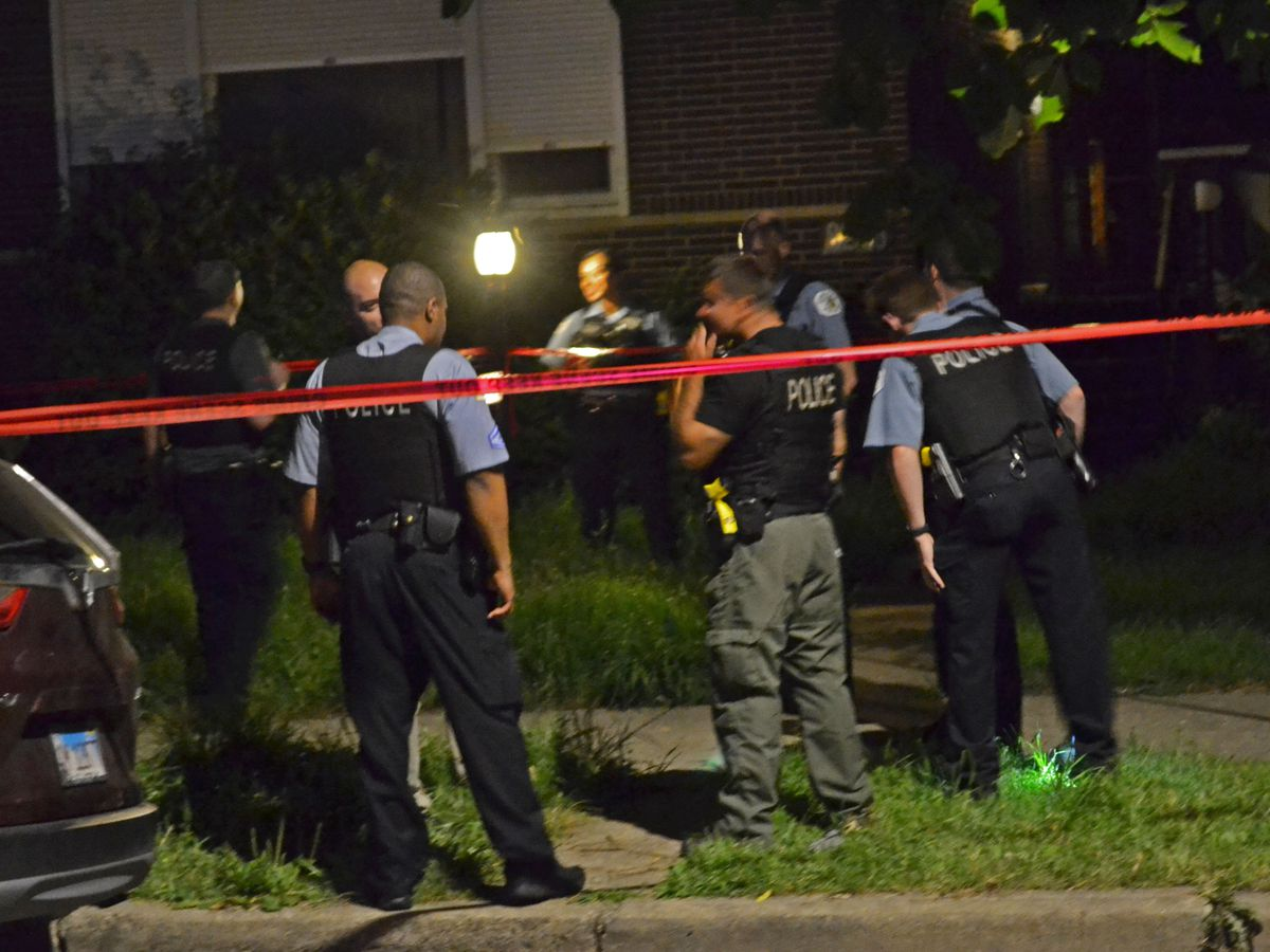 Police investigate a shooting about 11 p.m. Thursday, July 12, 2018 in the 8200 block of South Wentworth Ave in Chicago. | Justin Jackson/ Sun-Times