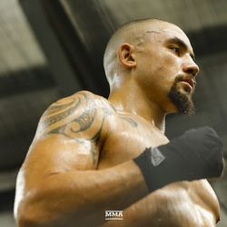 Robert Whittaker ends his workout session.