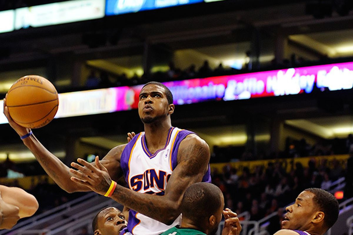 Earl Clark rises up. (Photo by Max Simbron)
