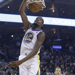 Golden State Warriors forward Kevin Durant (35) dunks against the Utah Jazz during the first half of an NBA basketball game in Oakland, Calif., Wednesday, Dec. 27, 2017. (AP Photo/Jeff Chiu)