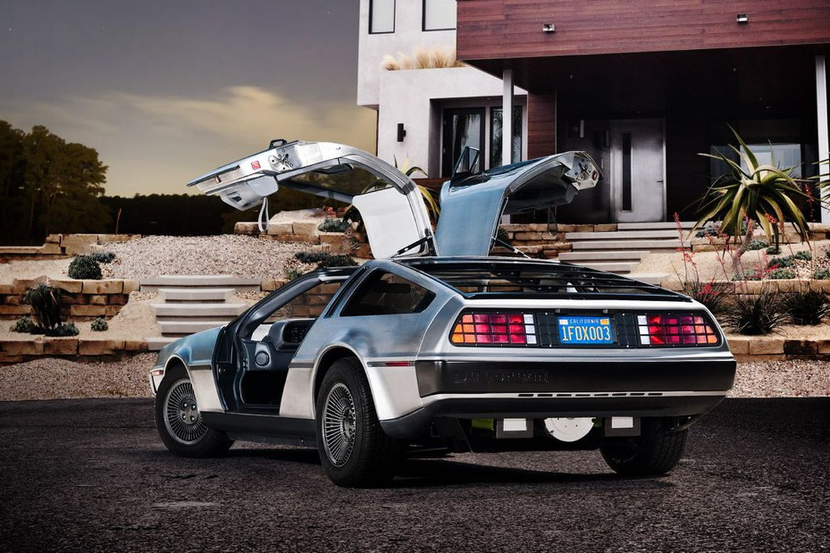 Electric Delorean Makes Auto Show Earance 0 To 60 In Under 6 Seconds For 95 000
