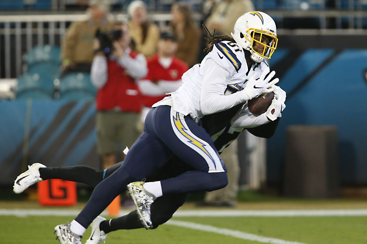 Los Angeles Chargers wide receiver Mike Williams makes a touchdown catch.