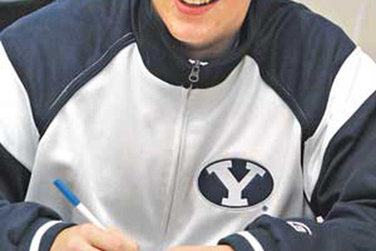 "via <a href=""http://www.issaquahpress.com/wp-content/uploads/2009/12/Heaps-signing-SHS-20091200.jpg"">www.issaquahpress.com</a>"