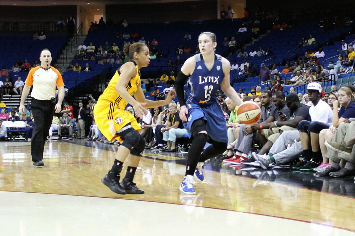 Lindsay Whalen had a season-high of 25 points and 11 assists, giving her 16 20+ point games as the Minnesota Lynx point guard.