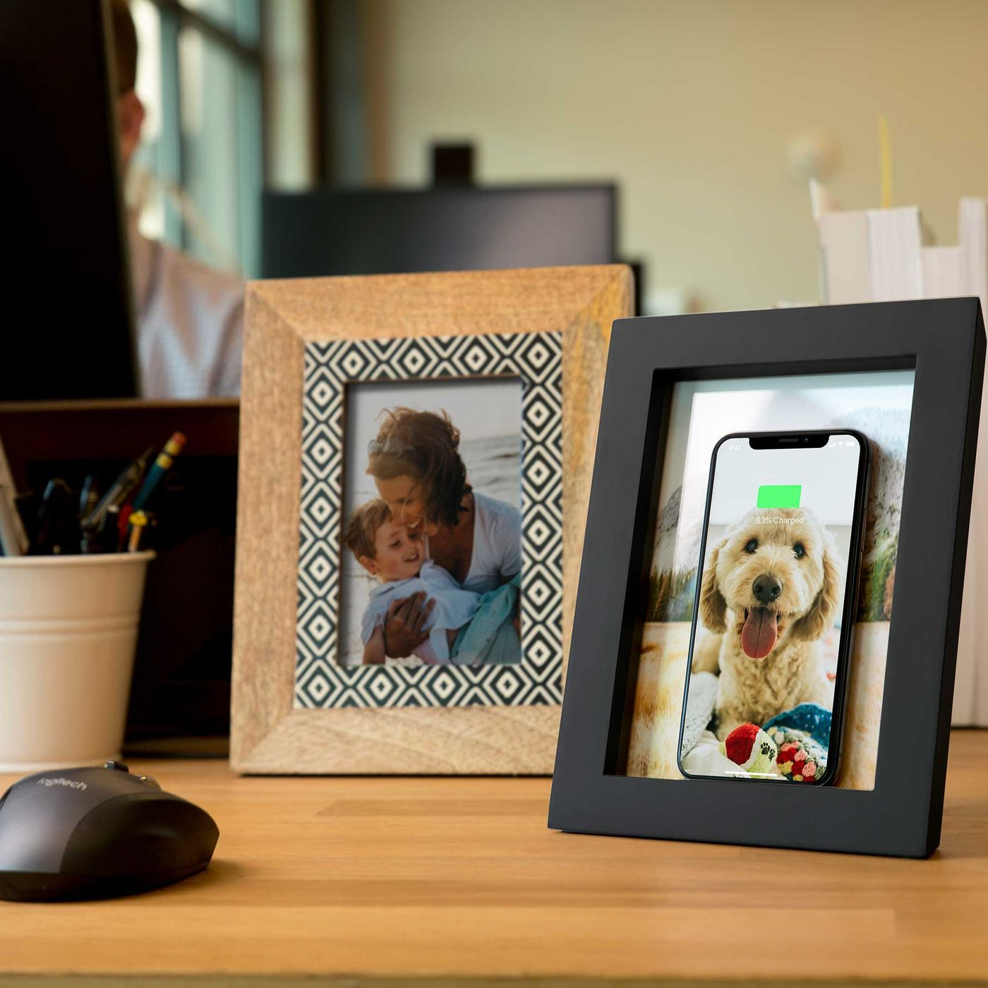 theverge.com - Chaim Gartenberg - Twelve South's PowerPic hides a wireless charger in a wooden picture frame