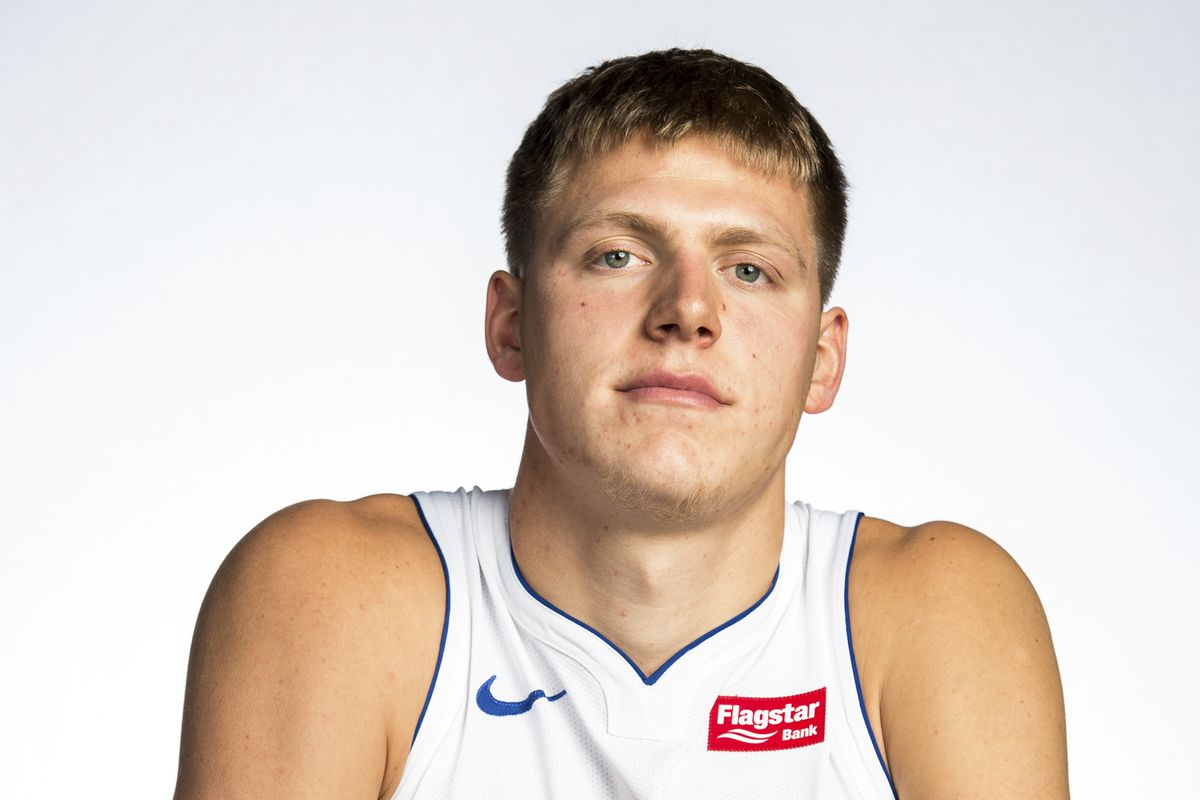 The Knicks will sign Henry Ellenson to a 10-day contract