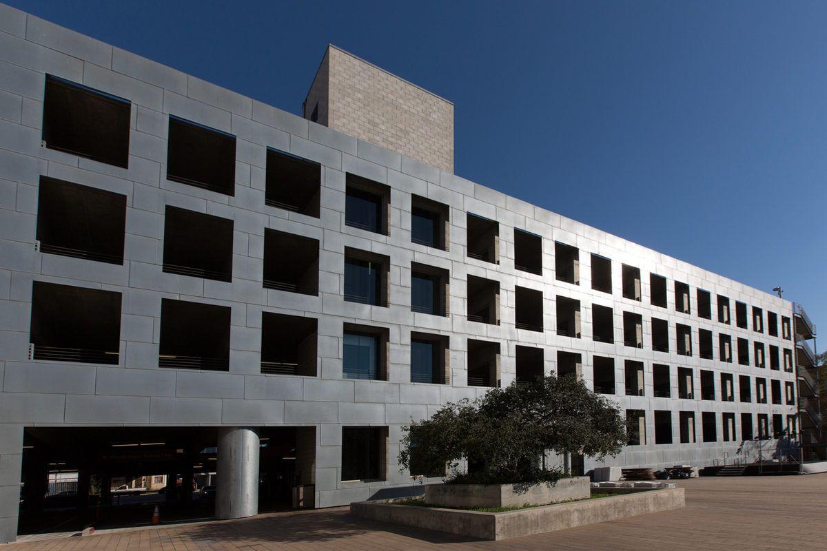 "Frank Gehry's Loyola Law School campus in Los Angeles. Photos by <a href=""https://instagram.com/elizabethdanielsphoto/"">Elizabeth Daniels</a>."