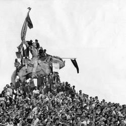Protestors swarm over a statue of Civil War Gen. John Logan on Aug. 26, 1968, in Grant Park.   Sun-Times files