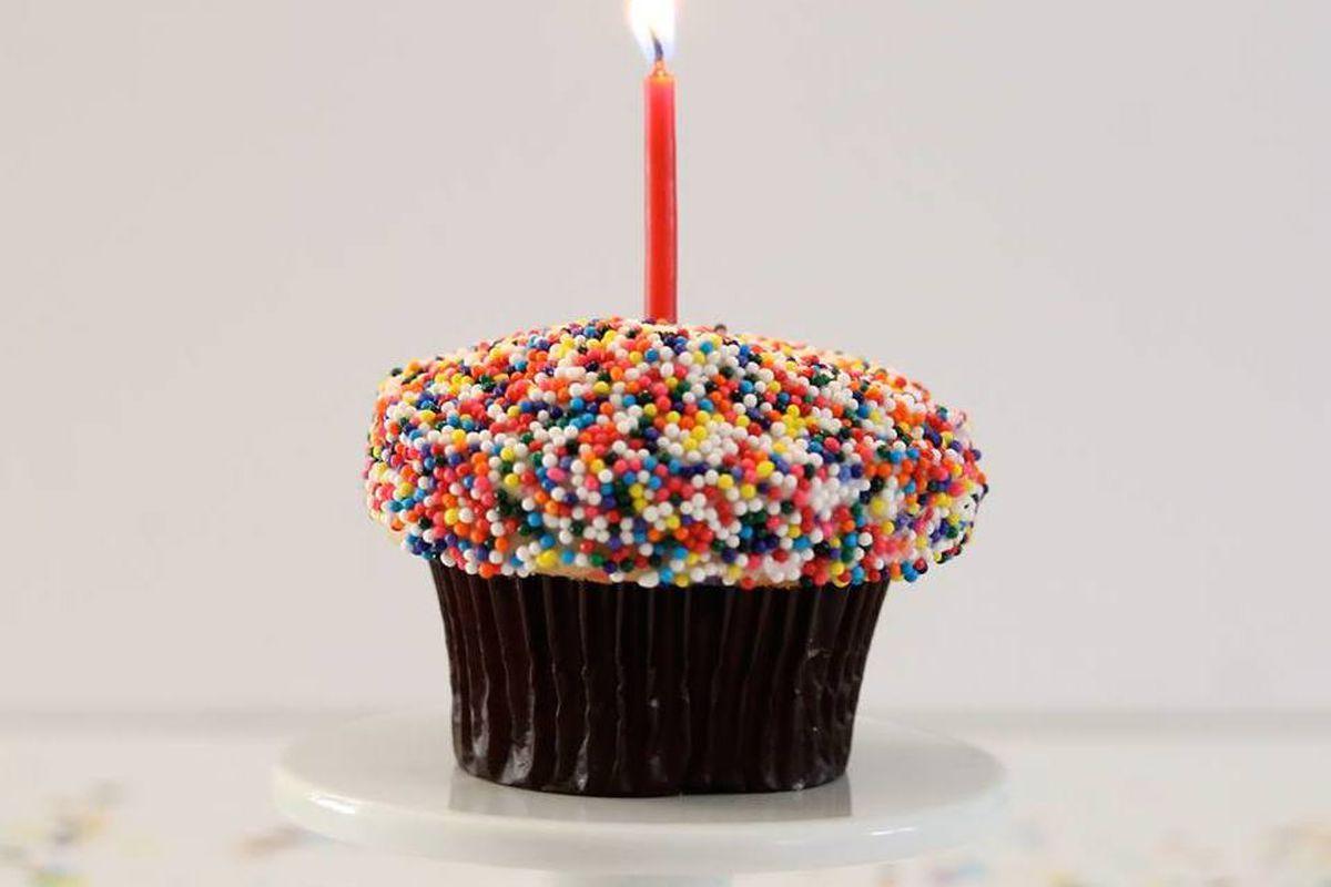 "<a href=""https://www.facebook.com/sprinkles/photos_stream"">Sprinkles Cupcakes</a>/Facebook"